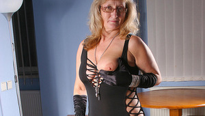 cougar whore playing with herself