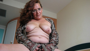 Maria Theresa is one hot older whore who likes to tinkle