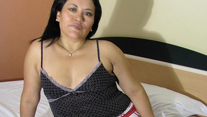 Horny mature Anna enjoys to play with herself