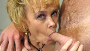 This horny housewife moans and comes