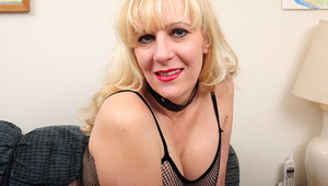 This blond American housewife enjoys to get wet and wild