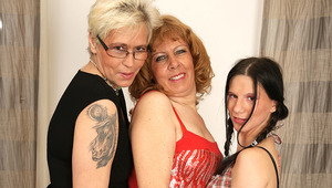 three older and teen lesbians love pee