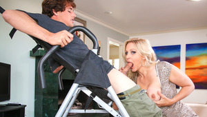 Blonde Cougar MILF Julia gets some with her hapless prey !