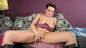 Mommy loves her big toys in her wet snatch