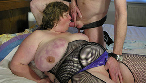 large old chick getting nailed on her bed