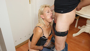 This horny cougar mama gets it hard and long